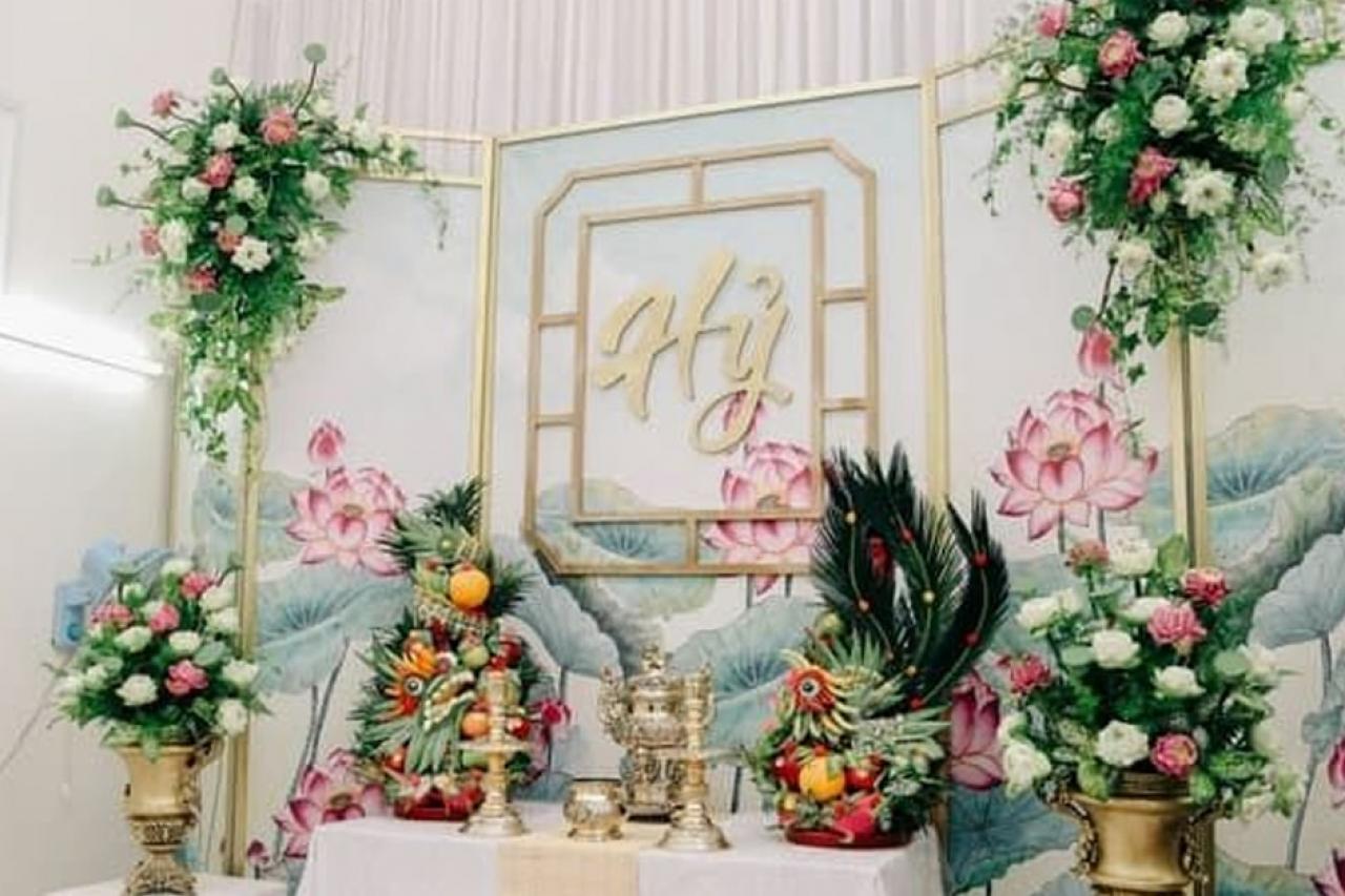 Những lưu ý quan trọng khi chọn hoa trang trí bàn thờ gia tiên ngày cưới