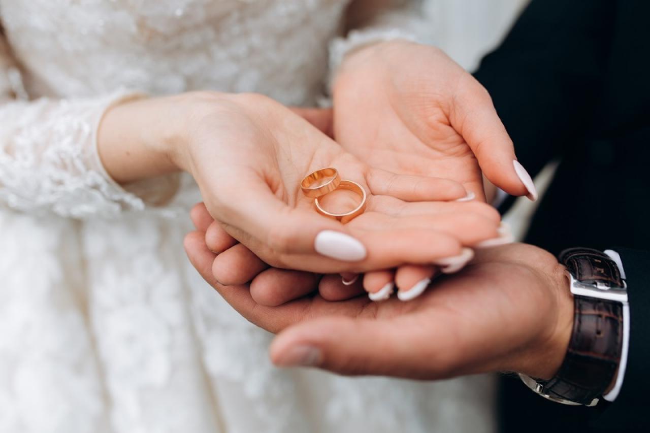 Nguồn gốc và ý nghĩa của nhẫn cưới trong hôn nhân