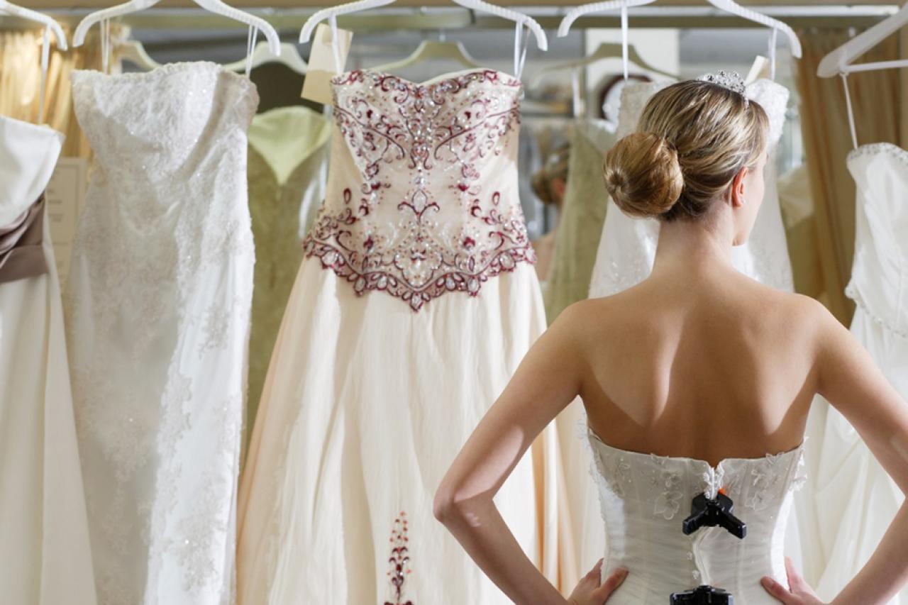 Bật mí những điều cô dâu cần biết khi lựa chọn váy cưới